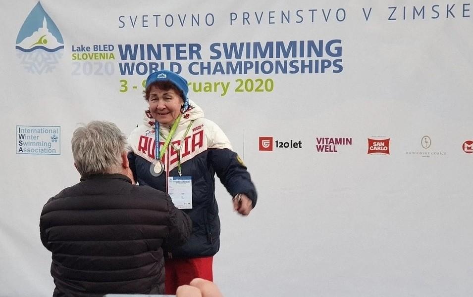 Пенсионерка из Перми завоевала золото на Чемпионате мира по зимнему плаванию