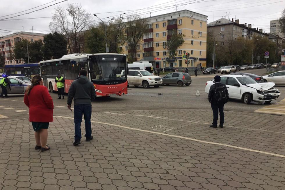 В центре Перми произошло ДТП с участием нового «Волгобаса»